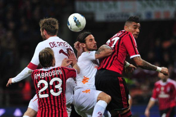A partir de allí, Milan salió en busca del empate para no perder la punt...