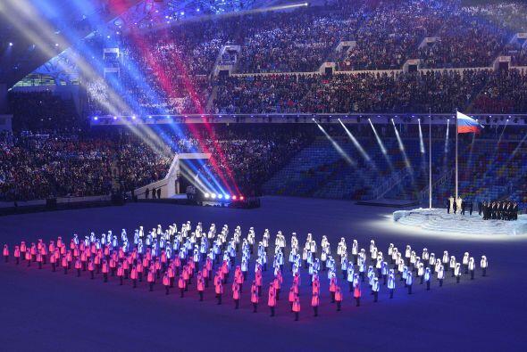 Juegos de luces y colores durante la ceremonia de apertura.