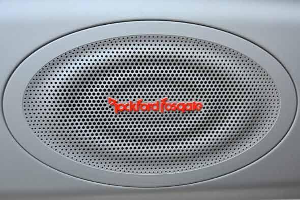En un auto joven, el sistema de sonido es indispensable y se optó por un...
