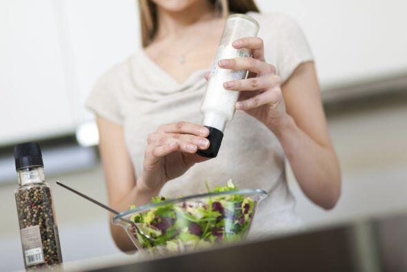 Disminuye lentamente la cantidad de sal que utilizas al cocinar y en la...