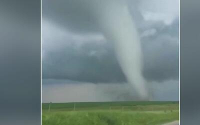 Recomendaciones de seguridad ante la llegada de potentes tornados a cuat...