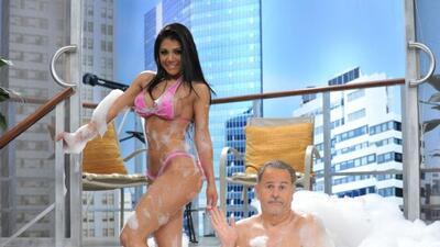 Miss Bikini México en el jacuzzi.
