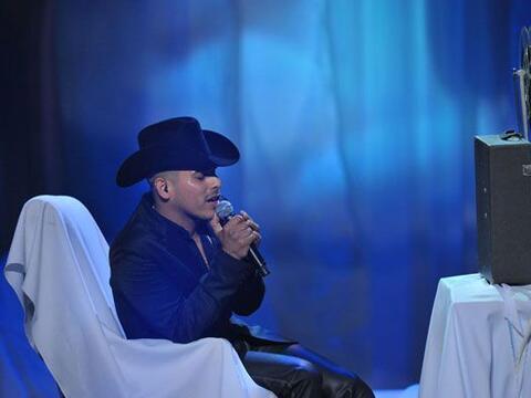 Espinoza Paz llegó al escenario de Premio Lo Nuestro por primera...