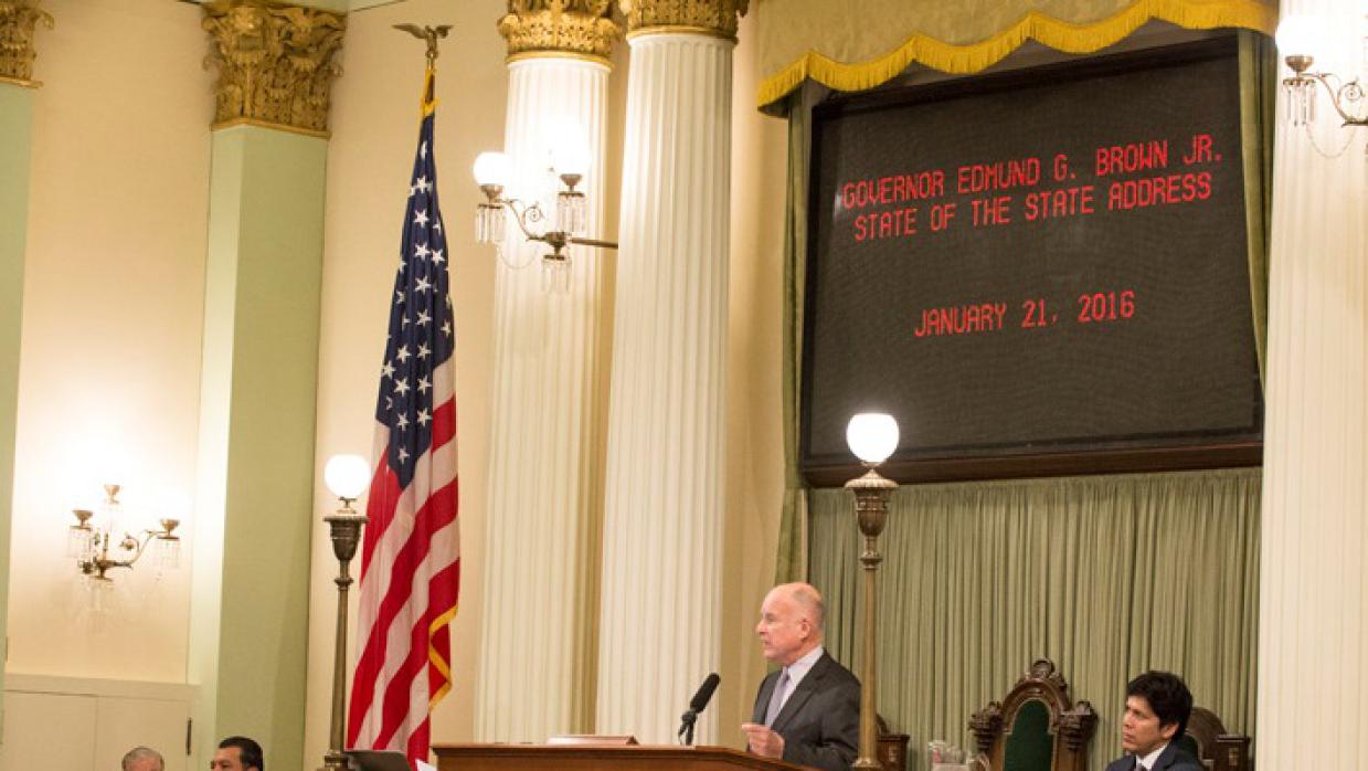 El gobernador Jerry Brown realiza su discurso del estado de California