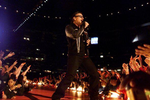 Bono interpretó los temas 'Beautiful Day', 'MLK' y 'Where The Streets Ha...