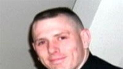 U policía de Arligton murió al estrellarse contra un autobus escolar f3f...