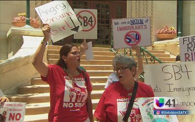 Protesta para pedir el despido del representante Matt Rinaldi