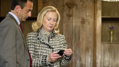 Clinton entrega su servidor privado de correos electrónicos al Departame...