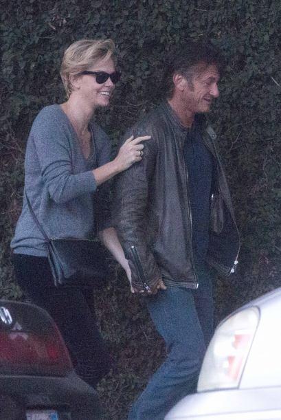 Charlize Theron y Sean Penn siguen disfrutando su romance. Mira aquí los...