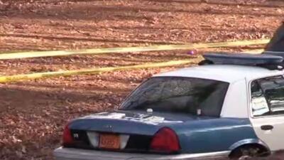 Dos personas arrestadas por herir a agente en Raleigh