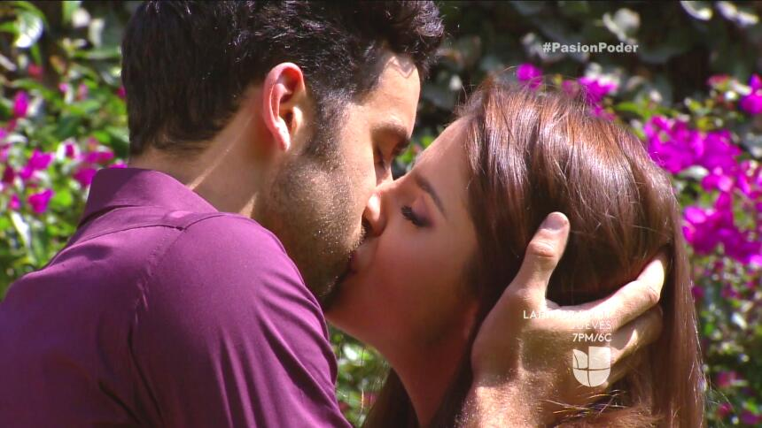 ¡David y Regina están súper enamorados! 21E583BD037944D6B3FF311CA539DF01...
