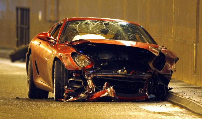 Problemas sobre ruedas: futbolistas involucrados en accidentes automovil...