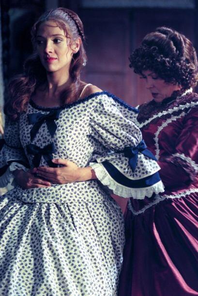 Se enamora de Adolfo Solís, un militar sin fortuna, pero, por intrigas y...