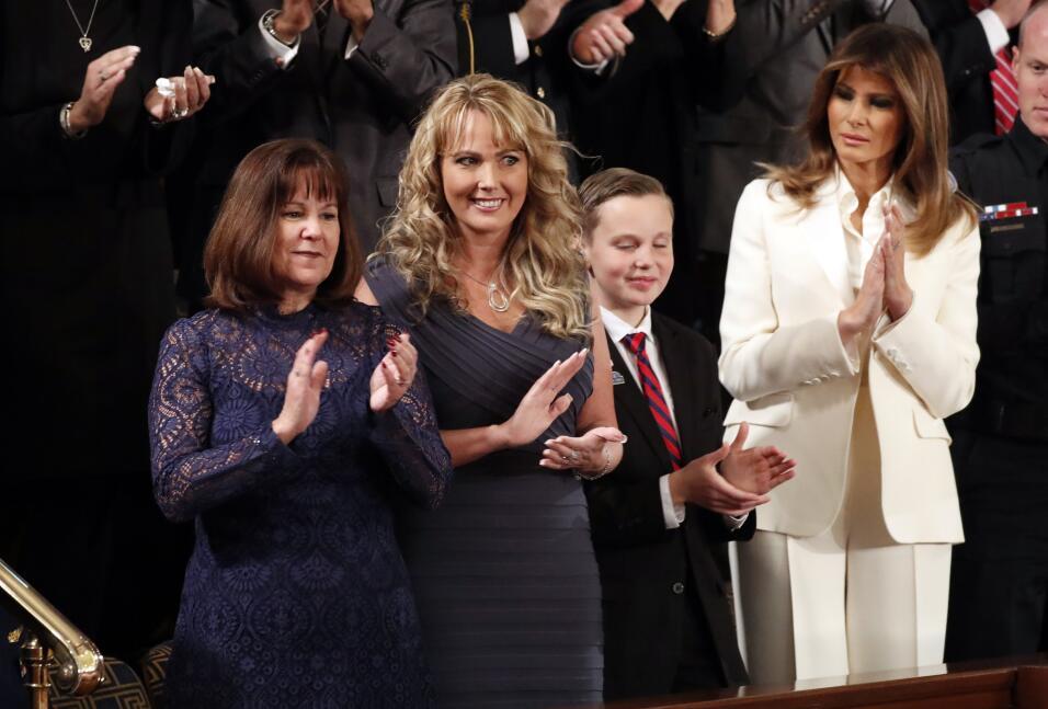 La primera dama Melania Trump y Karen Pence, esposa del vicepresidente,...