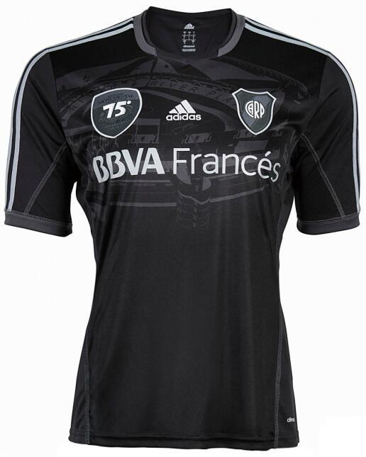 River Plate utilizó esta playera en el año 2013 para celebrarle a su est...