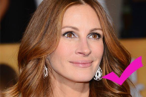 Julia luce mucho mejor que la ex conejita, se nota que la actriz no abus...