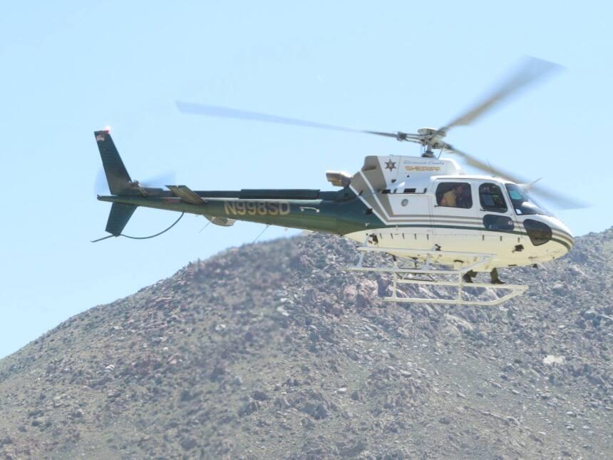 El helicóptero acude al rescate de los animales heridos