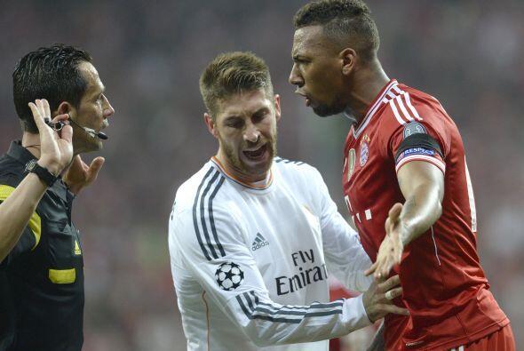 Boateng (3): Nervioso con la pelota, con dudas en defensa, descolocado c...