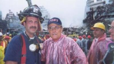 Vinny Forras, junto al alcalde Rudy Giuliani, trabajó tres semanas remov...