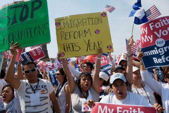 Activistas, organizaciones que defienden los derechos de los inmigrantes...