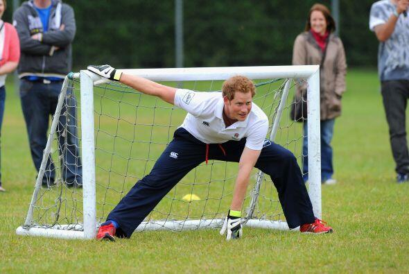 Con esas atajadas incluso podría jugar con su selección. &...