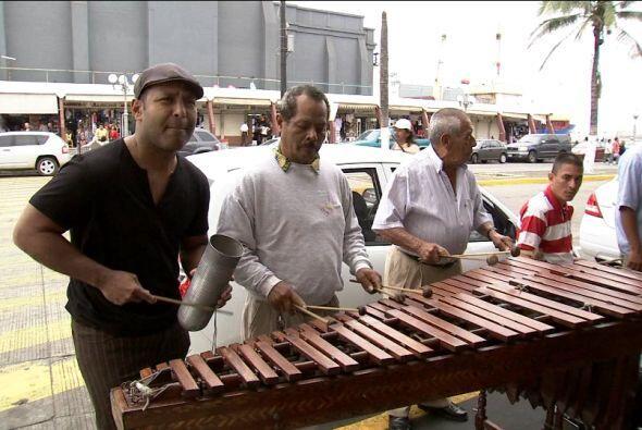 Y Tony disfrutó del Huapango, la música típica de Veracruz.