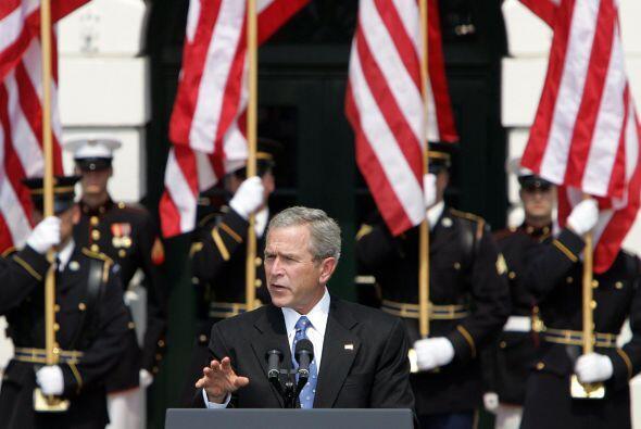 Bajo la presidencia de Bush, y tras los ataques terroristas, se impusier...