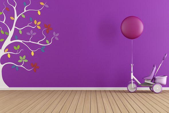 ¡Anímate a los vinilos decorativos! Pero si prefieres no pintar la pared...