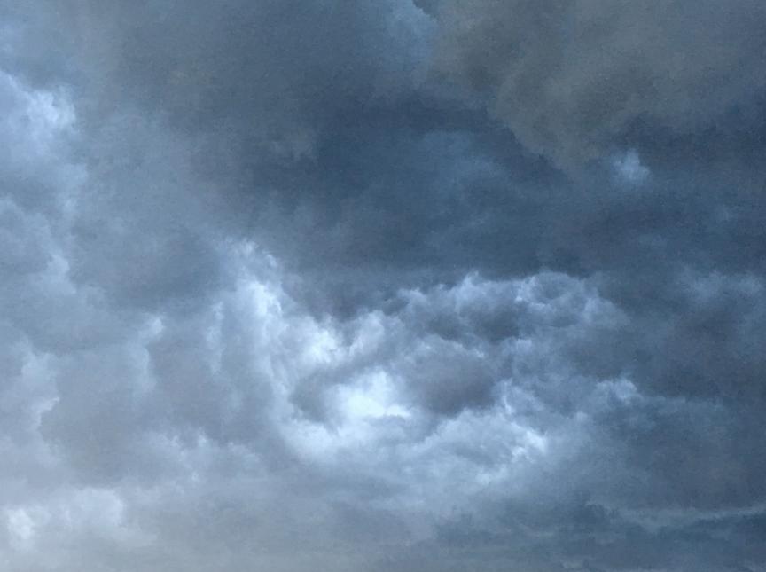 En Teaneck, Nueva Jersey, las nubes negras tomaron control del panorama...