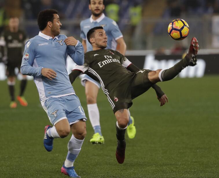 Se dice que Leonel Vangioni podría pasar del A.C. Milan a Monterrey. Car...
