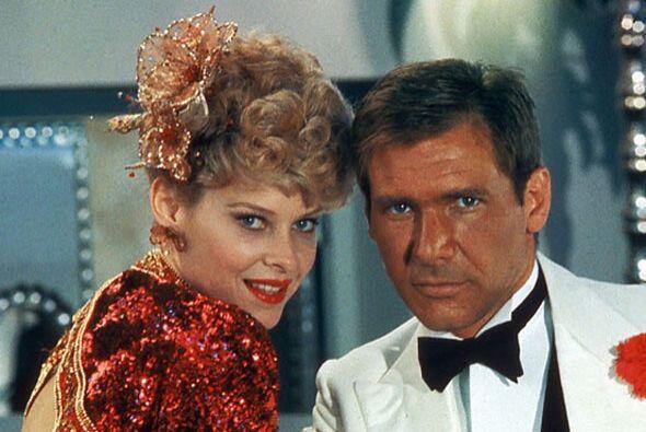 El traje rojo que usa Willie (Kate Capshaw) al inicio de la cinta, fue c...