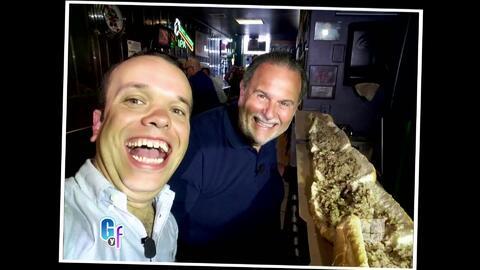 Raúl de Molina y Carlitos el productor compitieron por un sándwich gigante