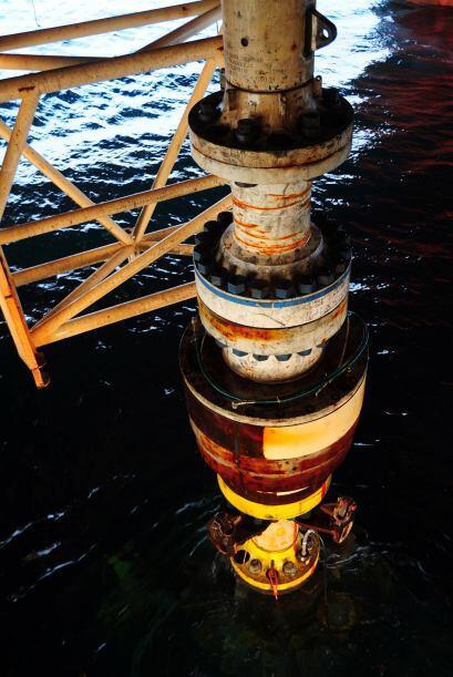 La infraestructura de cinco pisos irrumpió en la superficie del agua el...