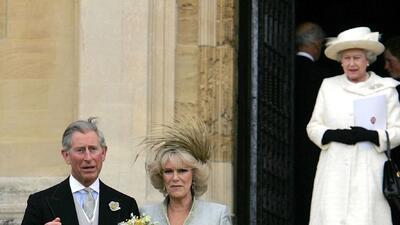 """Pasada de tragos, la reina Isabel II llamó """"malvada"""" a su nuera Camilla"""