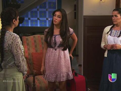 Luzma le dice a su madre que pasará la noche con Natalia. Deben a...