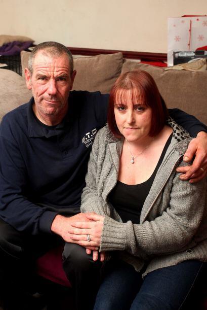 Su hermano David Greatrex, de 52 años y y su novia, Sandra Hardy de 28,...