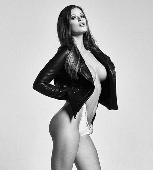 La bella modelo estadounidense es una gran aficionada al baloncesto y ha...