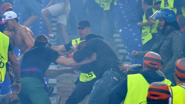 Duramte el juego entre la Roma y el CSKA de Moscú, hubo incidentes en la...