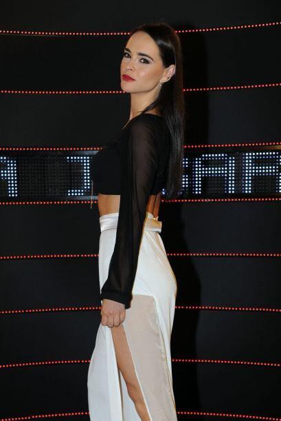 La actriz Fabiola Guajardo enseñó pierna, muy a la 'Angelina Jolie'.
