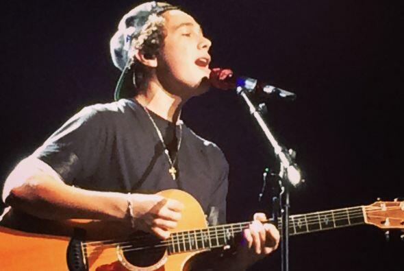 Captamos en fotografía los mejores momentos del concierto de Austin Maho...