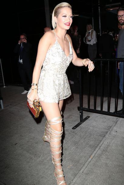 Rita Ora lució tan espectacular al inicio de la gala que decidió mantene...