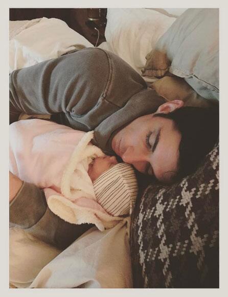 Zuria Vega y su bebé