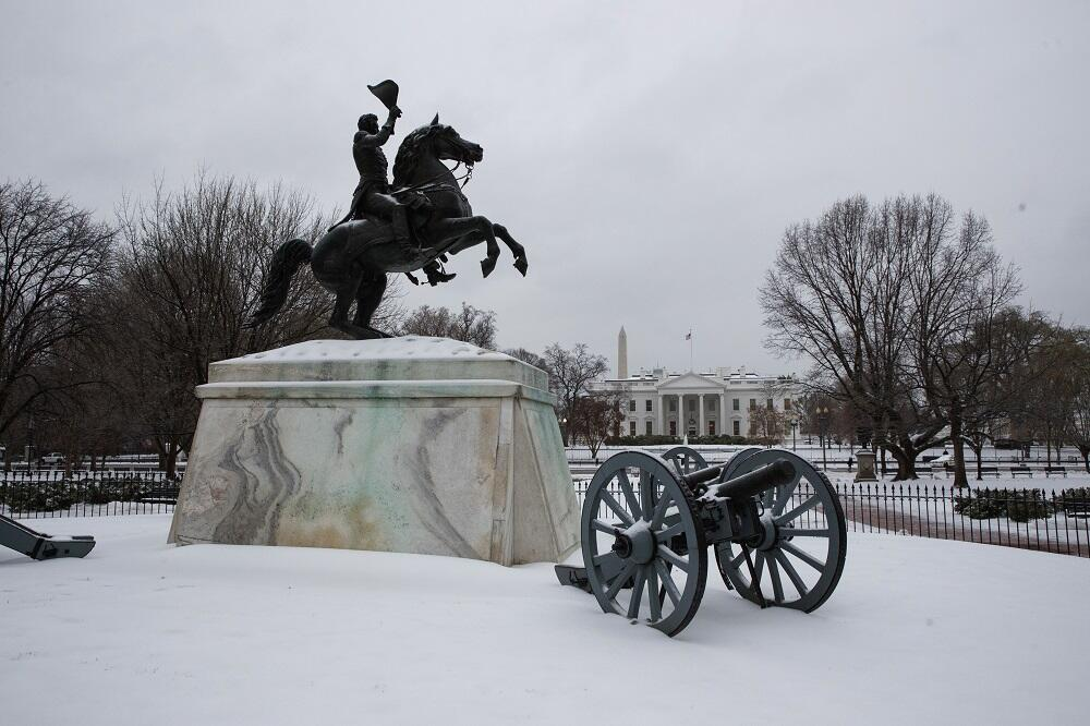 Una fuerte tormenta invernal paraliza el este del país Winter Weather Mi...