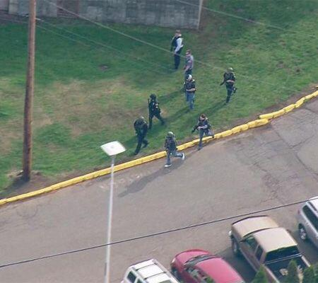 Los alumnos, en tanto, fueron evacuados. (Imagen tomada de Twitter).