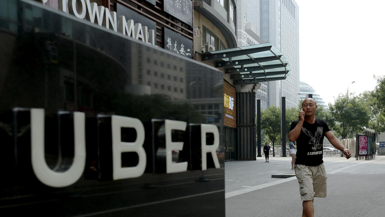 Uber tuvo que vender su operación china a su rival local Didi Chuxing, t...