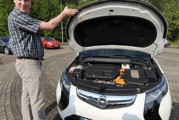 El Opel Ampera es el nombre con el que se venderá en Europa el Chevy Vol...