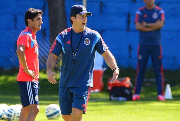 El equipo que comenzó dirigiendo Carlos Bustos, y que ahora tiene tomado...