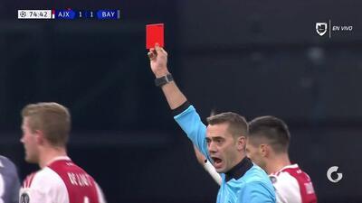 ¡Expulsión! El árbitro saca la roja directa a Thomas Müller