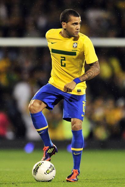 En la misma selección brasileña, Dani le ganó la partida a Maicon y acab...