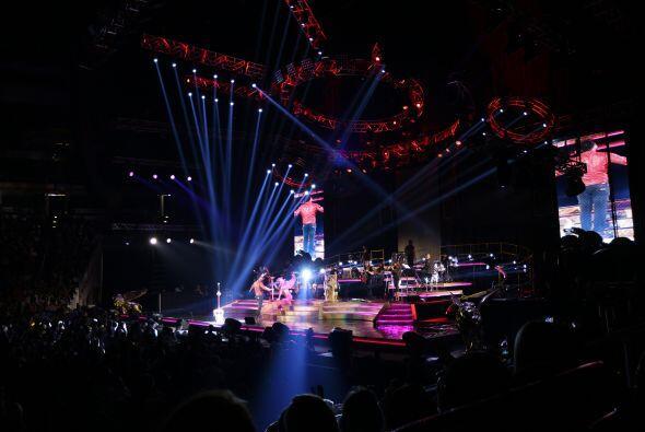 Fotografías tomadas durante el concierto de Romeo Santos, efectua...